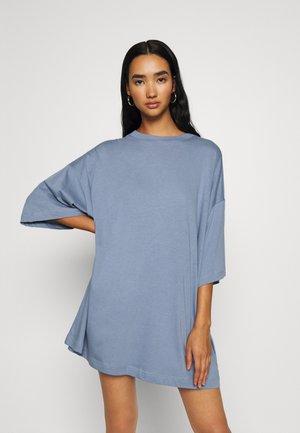 HUGE - Basic T-shirt - blue grey