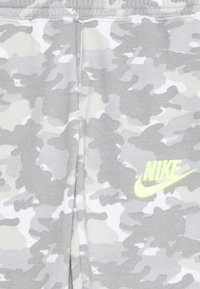 Nike Sportswear - CRAYON CAMO - Tracksuit bottoms - light smoke grey/smoke grey/volt - 2