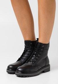 Tamaris - BOOTS - Šněrovací kotníkové boty - black - 0