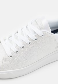 Champion - PARIS C - Sports shoes - white - 5