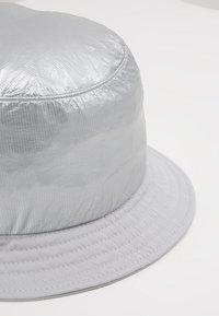 Flexfit - BUCKET HAT - Hat - silver - 6