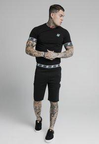 SIKSILK - EXHIBIT FUNCTION - Shorts - black - 1