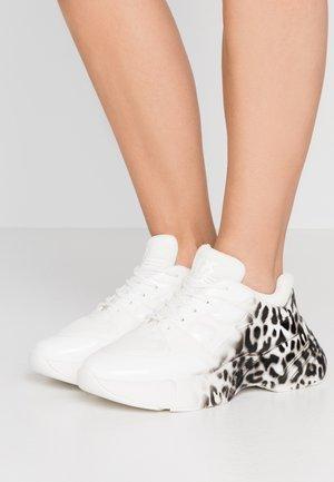 RUBINO ANIMALIER - Sneakersy niskie - bianco/nero