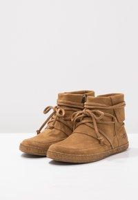 UGG - REID - Boots à talons - chestnut - 3