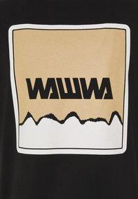 WAWWA - UNISEX NUUK SAGE - Print T-shirt - black - 3
