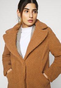 Vero Moda Petite - VMDONNA TEDDY - Zimní bunda - tobacco brown - 3