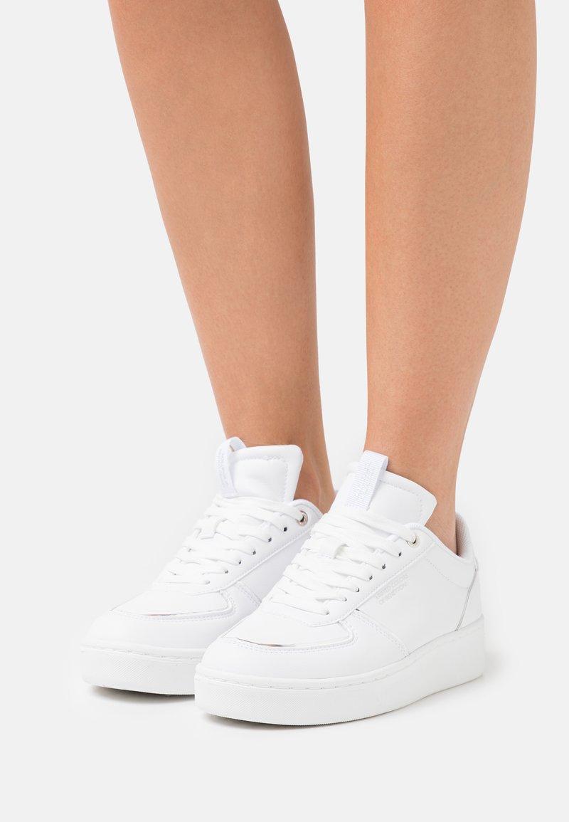 Benetton - HUNT - Sneakers basse - white/silver