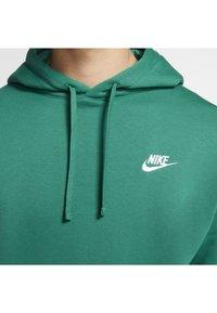 Nike Sportswear - CLUB HOODIE - Hættetrøjer - mystic green/mystic green/white - 4