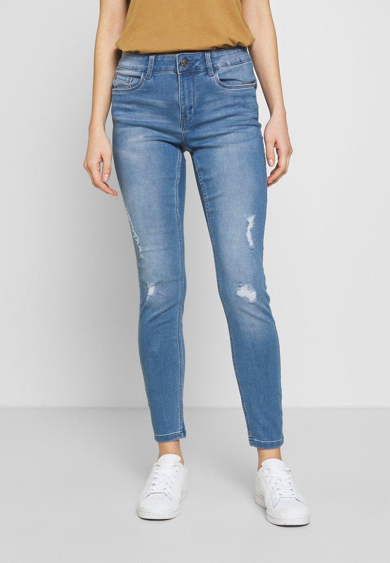 Vero Moda - VMSEVEN SHAPE UP  - Jeans Skinny Fit - light blue denim