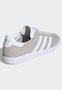adidas Originals - JOGGER SHOES - Trainers - grey - 4