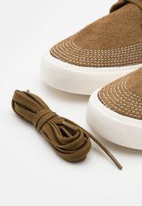 Nike SB - ZOOM JANOSKI UNISEX - Sneakers - yukon brown/sail/mystic navy - 5