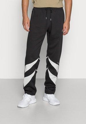 SHARK PANTS - Spodnie treningowe - black/grey one