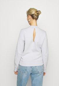 Calvin Klein Jeans - CUT OUT BACK  - Sweatshirt - antique grey - 2