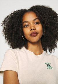 Levi's® - WELLTHREAD PERFECT TEE - T-shirt basic - sand - 4