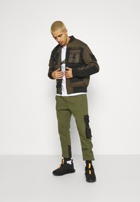 STAPLE PIGEON - TACTICAL - Tracksuit bottoms - olive - 1
