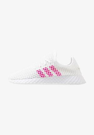 DEERUPT RUNNER - Trainers - footwear white/shock pink/core black