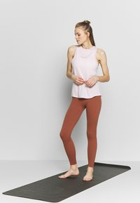 Nike Performance - THE YOGA LUXE - Tights - red bark/terra blush - 1