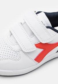 Diadora - PLAYGROUND UNISEX - Sports shoes - white/fiesta/black iris - 5