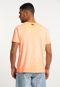 Petrol Industries - Basic T-shirt - fiery coral - 2