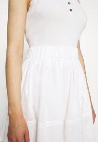 Moves - KIA TENCEL 1845 - Áčková sukně - white - 4