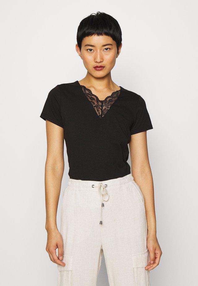 PYLLE - T-shirt basique - black
