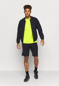 ASICS - ICON - T-shirt con stampa - lime zest/performance black - 1