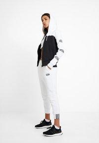 adidas Originals - HOODED - Zip-up hoodie - white/black - 1