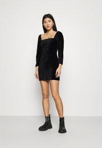 Who What Wear - SQUARE NECK MINI DRESS - Shift dress - black - 1