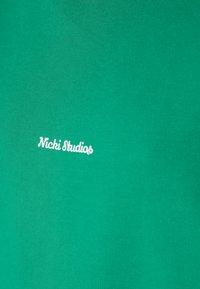 Nicki Studios - NEWCLASSICLOGOCREWNECK - Sweater - ferngreen - 4