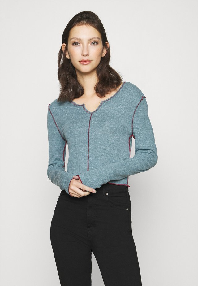 BABYLOCK CUTOUT - Longsleeve - blue coral