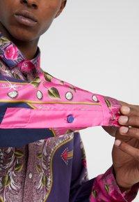 Versace Collection - CAMICIE TESSUTO - Camicia - rosa scuro - 5