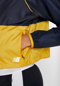 New Balance - VELOCITY JACKET - Sports jacket - varsgold - 4