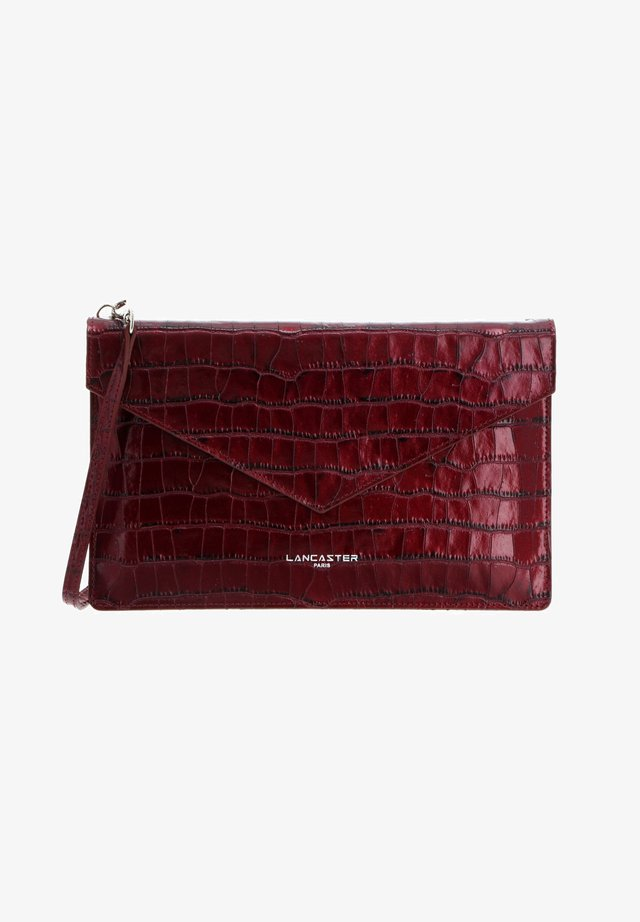 EXOTIC CROCO IRISÉ  - Clutch - rubis