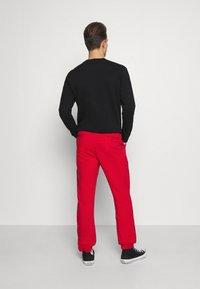 Schott - PHIL - Tracksuit bottoms - red - 2