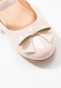 Friboo - Ballerina's met enkelbandjes - nude - 2