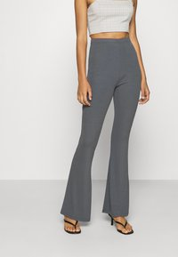 Missguided - FLARE TROUSERS 2 PACK - Kalhoty - black/ dark grey - 4
