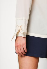4th & Reckless - EXCLUSIVE MISSY - Bluser - cream - 5