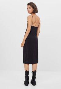Bershka - Pouzdrové šaty - black - 2