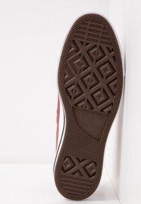 Converse - CHUCK TAYLOR ALL STAR LIFT SEASONAL - Sneakers laag - light redwood/white/black - 6