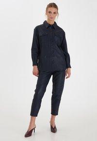 ICHI - IHYOHANNA SH - Button-down blouse - dark navy - 0