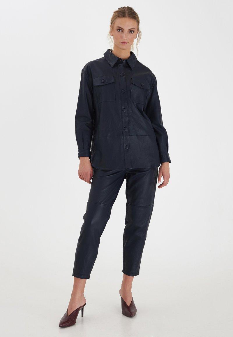 ICHI - IHYOHANNA SH - Button-down blouse - dark navy