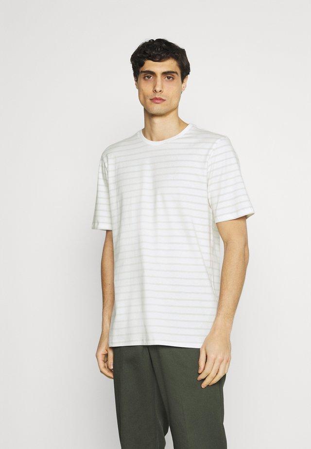 TROELS - T-shirt med print - smoke