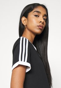 adidas Originals - STRIPES TEE - T-shirt print - black - 3