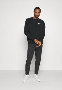 Nike Sportswear - Collegepaita - black/white - 1