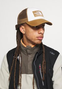 The North Face - MUDDER TRUCKER UTILITY UNISEX - Kšiltovka - brown - 1