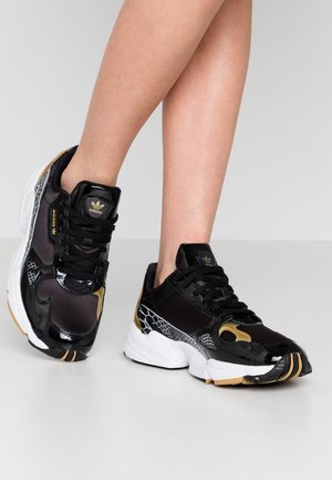 Sneakersy niskie - core black/footwear white/gold metallic