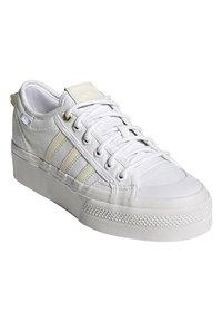 adidas Originals - NIZZA - Trainers - white - 1