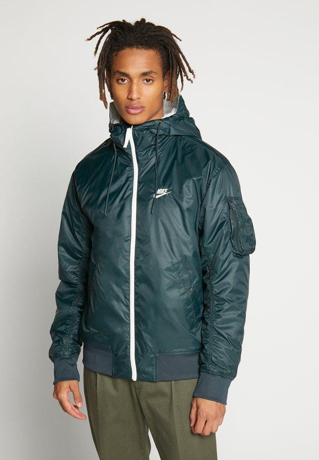 M NSW HE WR JKT HD REV INSLTD - Light jacket - seaweed/sail/thermal green