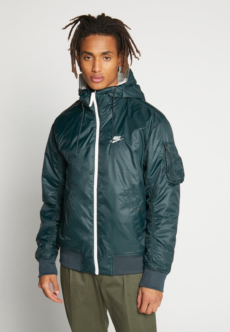 Nike Sportswear - M NSW HE WR JKT HD REV INSLTD - Light jacket - seaweed/sail/thermal green