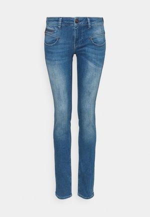 ALEXA - Jeans slim fit - bahamas